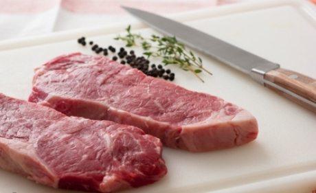 makan daging mentah