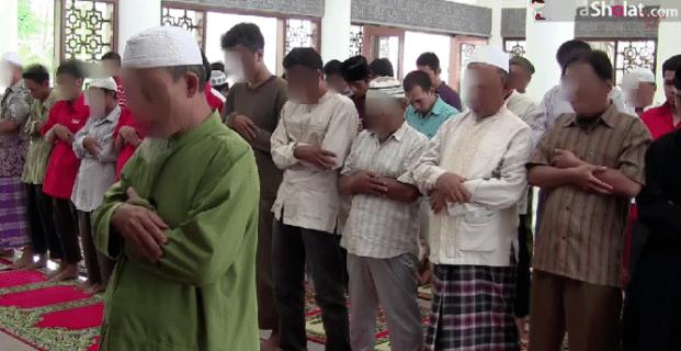 ucapan imam ketika meluruskan shaf shalat