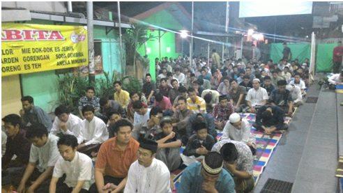 jamaah tarawih di masjid MPD