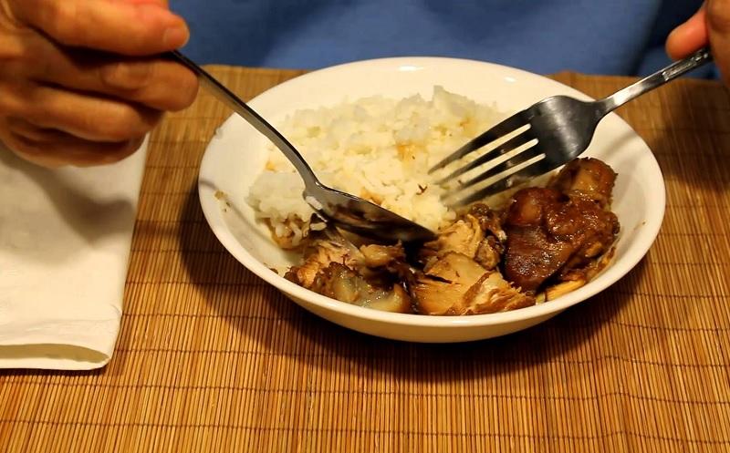Makan dengan Tangan Kiri itu Haram? | Konsultasi Agama dan